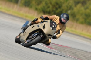Motorrad-Einteiler  fertig und auf der Rennstrecke