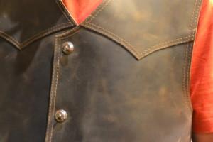 dicke Lederweste aus Rindleder, geschnitten, mit Doppelnaht, mit Schnellverschlüssen